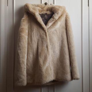 Abrigo de pelo beige zara