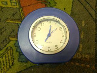 Pequeño reloj de mesa