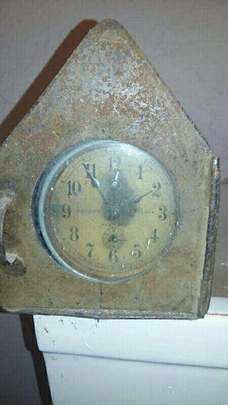 Reloj antiguo de aguja antiguo