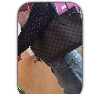 Bolso Louis Vuitton Neverfull modelo pequeño segunda mano  España