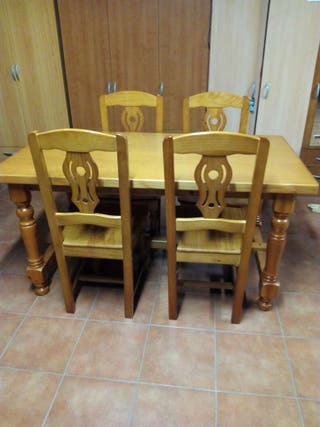 Mesa de madera maciza + 4 sillas