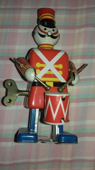 antiguo soldado de hojalata a cuerda