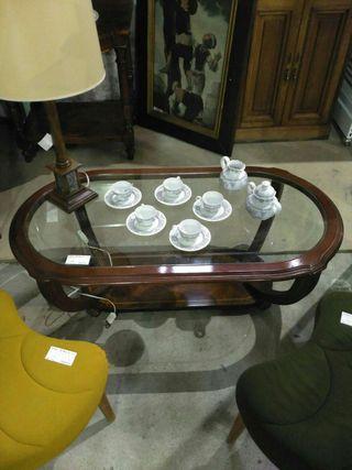 Mesa baja de salón ovalada