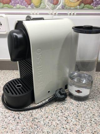 Cafetera Nespresso krups XN250 (con caja)