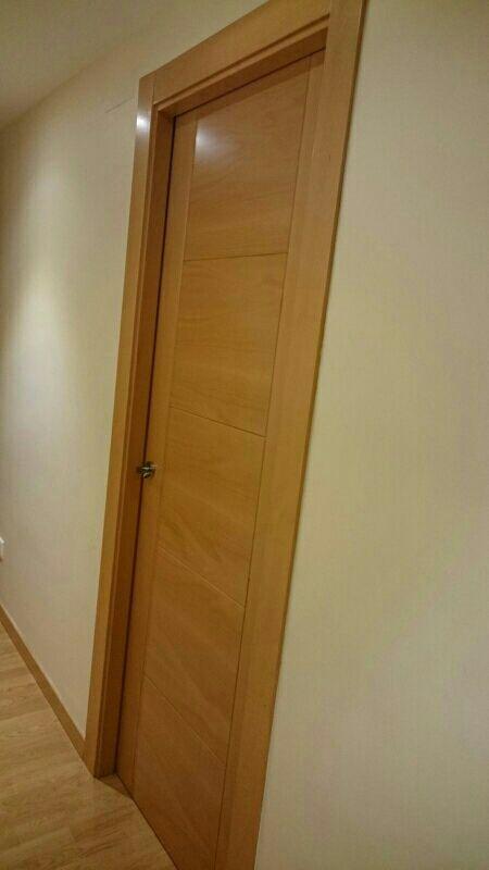 Puertas interior color haya con montaje macizas de segunda mano por 135 en parla en wallapop - Puertas macizas interior ...
