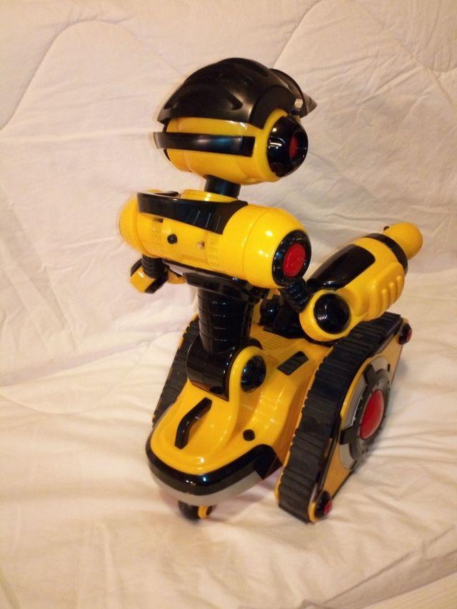 Robot aventurero y chistoso
