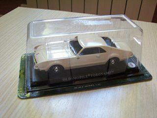 Coche a escala Oldsmobile Toronado