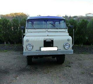 Land Rover Santana largo con caja abierta