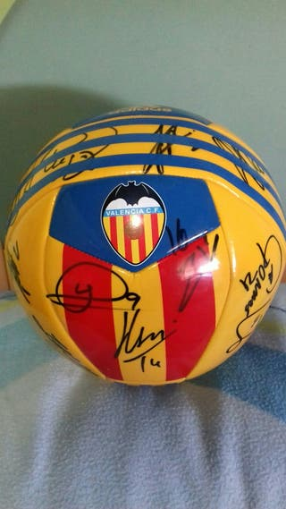 balon de valencia firmado con los jugadores
