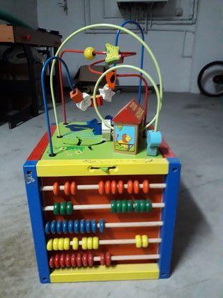 juego -Cubo de madera
