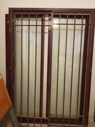 puerta corredera y reja abatible con cerradura