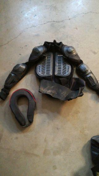 peto de motocross de niño y collarín