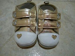 "Zapatillas de bebé de ""0 a 6"" meses ""A ESTRENAR"""