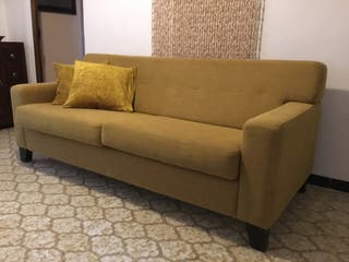 Sofa color mostaza