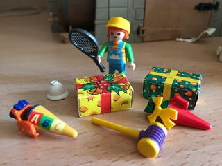 Playmobil niño con regalos de reyes