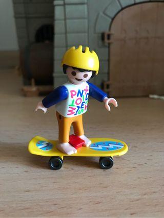 Playmobil niño con monopatín