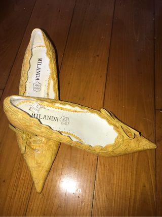 Zapatos tipo salón.