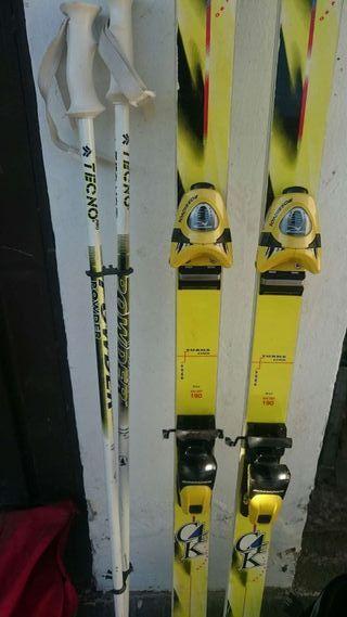 Botas de esquí, botones y esquís
