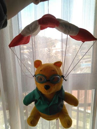 Muñeco peluche Winnie the pohh paracaidista