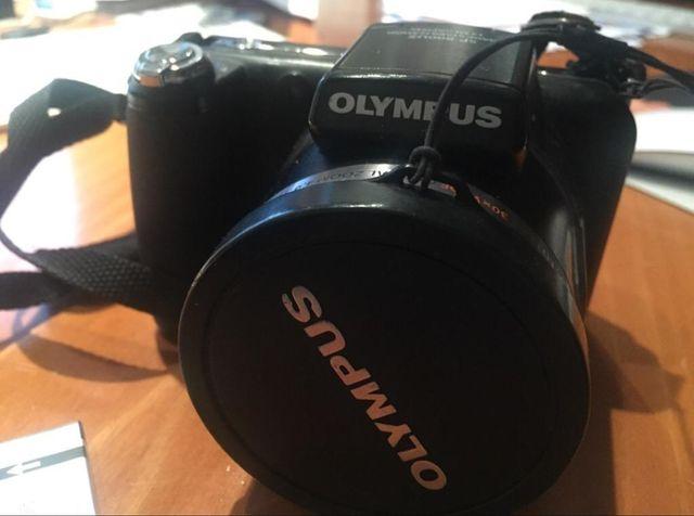 Cámara Olympus digital semi- reflex