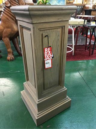 Pedestal Roble