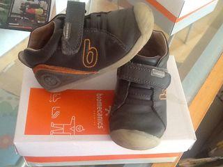 Zapatos biomecanics 24
