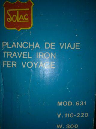 Plancha de viaje antigua para ropa