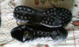 botas de futbol multitacos, talla 43
