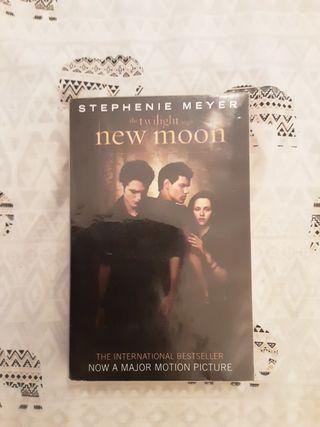 """Libro New Moon (""""Luna nueva"""") en inglés"""
