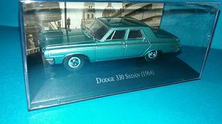 Coche Dodge 330 Sedan a escala 1/43