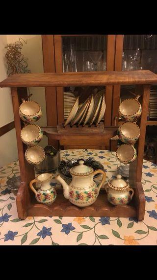 Mueble con juego de cafe