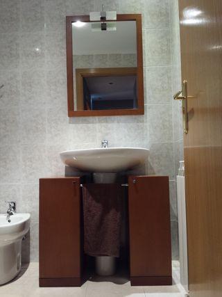 Mueble de baño con espejo