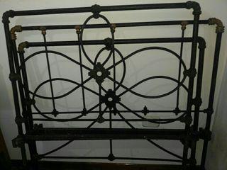 cama antigua de forja