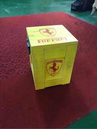 Caja Ferrari