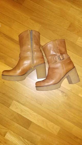 botas de piel marrón claro