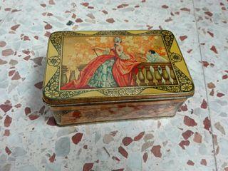 Antigua caja de hojalata litografíada
