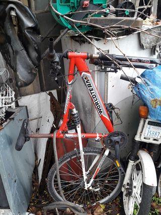 Bicicleta montaña la rueda delantera tambien esta