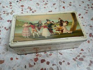 Antigua caja de hojalata litografiada