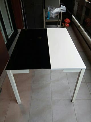 Mesa negra y blanca desplegable 2-4 personas