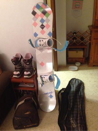 Tabla snowboard, botas y fijaciones.