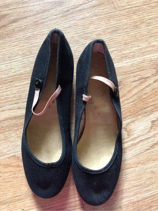 Zapatos caracter ballet royal