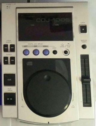 Pioneer CDJ 100's.