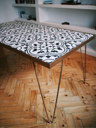 Mesa de comedor de azulejos