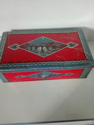 Antigua caja hojalata
