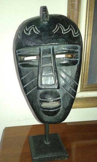 mascara africana negra