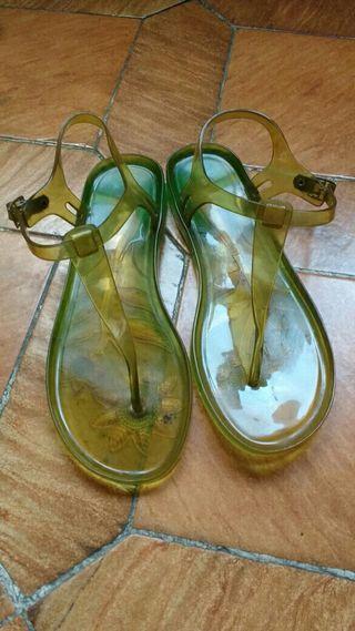 Sandalias de goma de mujer