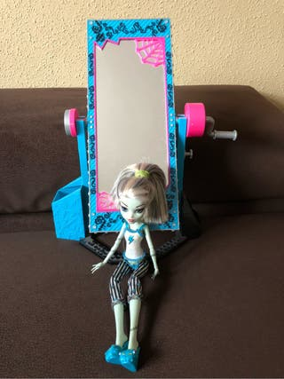 Monster High Frankie Stein + cama espejo