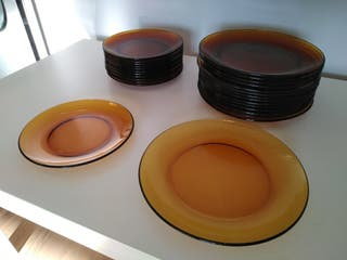 Juego de platos de arcopal color marrón