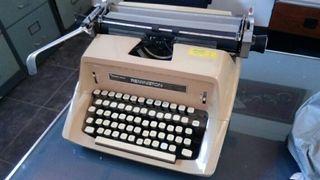Maquina de escribir Remington antigua.