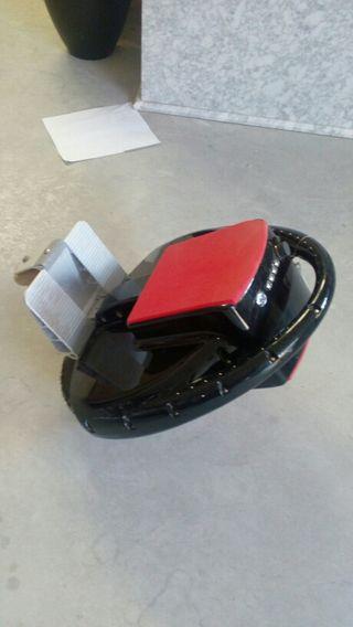 Patinete eléctrico con tres ruedas